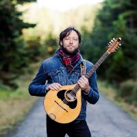FourWinds | Alan Murray Vocals Bouzouki Guitar small biog